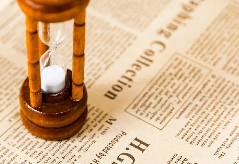 新聞と砂時計