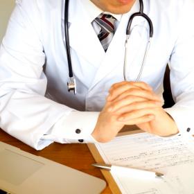 問診する医者
