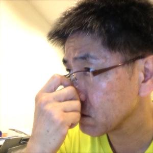 鼻を掻くノンバーバル