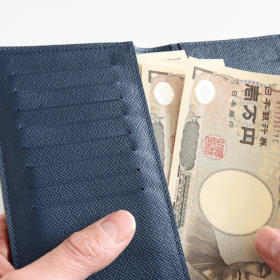 財布と一万円札