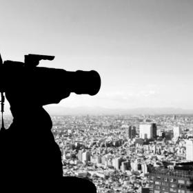 撮影するカメラマン