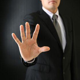 拒否するビジネスマン